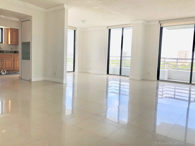 2 Bedrooms, Biscayne Yacht & Country Club Rental in Miami, FL for $2,300 - Photo 2