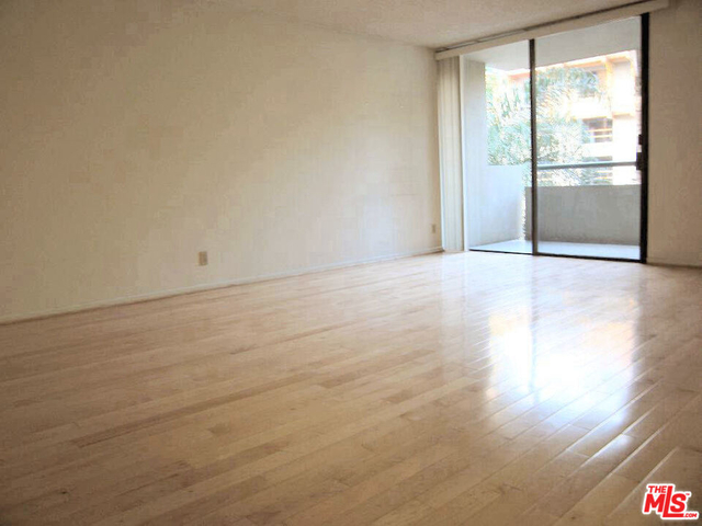 2 Bedrooms, South Park Rental in Los Angeles, CA for $3,000 - Photo 1
