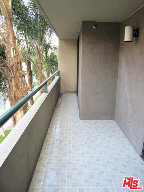 2 Bedrooms, South Park Rental in Los Angeles, CA for $3,000 - Photo 2