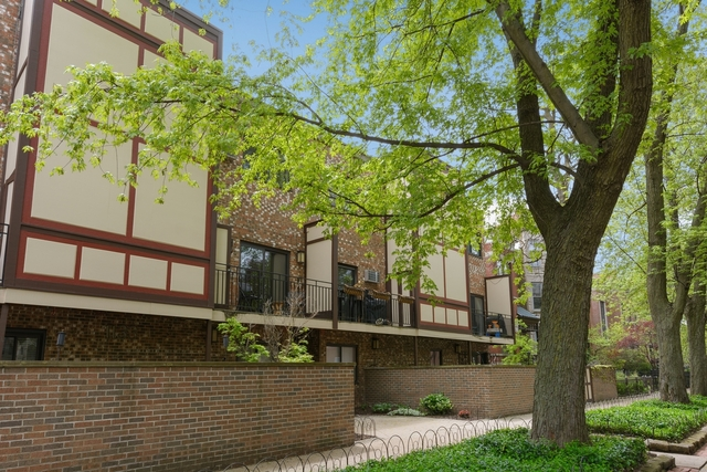 2 Bedrooms, Wrightwood Rental in Chicago, IL for $2,700 - Photo 1
