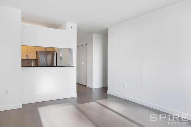 Studio, Hell's Kitchen Rental in NYC for $2,889 - Photo 2