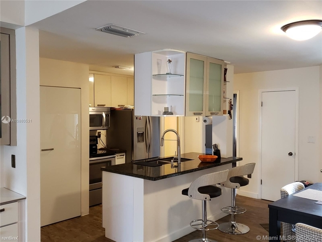 2 Bedrooms, Pelicans Point Rental in Miami, FL for $1,800 - Photo 2