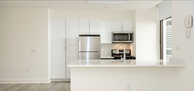 2 Bedrooms, Financial District Rental in NYC for $5,389 - Photo 2