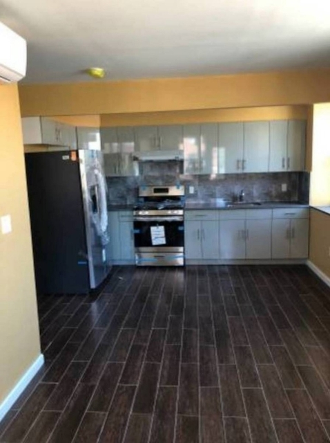 2 Bedrooms, Gravesend Rental in NYC for $2,200 - Photo 2