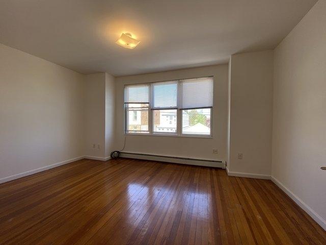 1 Bedroom, Glendale Rental in NYC for $1,950 - Photo 2