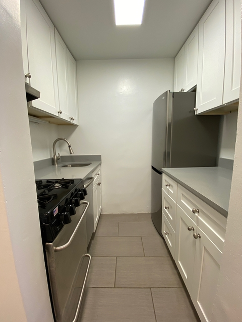 2 Bedrooms, Yorkville Rental in NYC for $2,965 - Photo 2