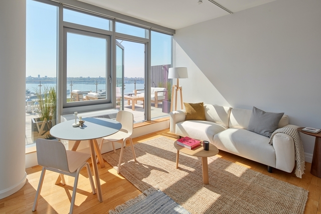 2 Bedrooms, Hell's Kitchen Rental in NYC for $7,188 - Photo 2