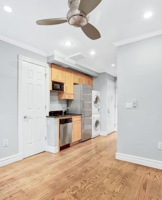 3 Bedrooms, Hell's Kitchen Rental in NYC for $4,895 - Photo 2
