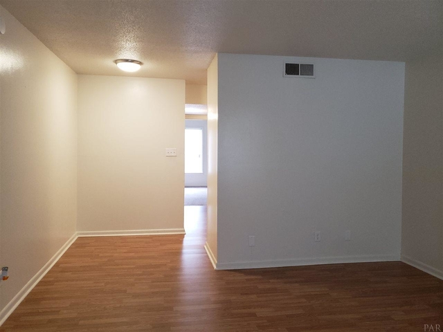 1 Bedroom, Downtown Pensacola Rental in Pensacola, FL for $675 - Photo 2