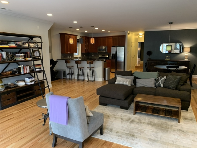 2 Bedrooms, Wrigleyville Rental in Chicago, IL for $3,200 - Photo 2