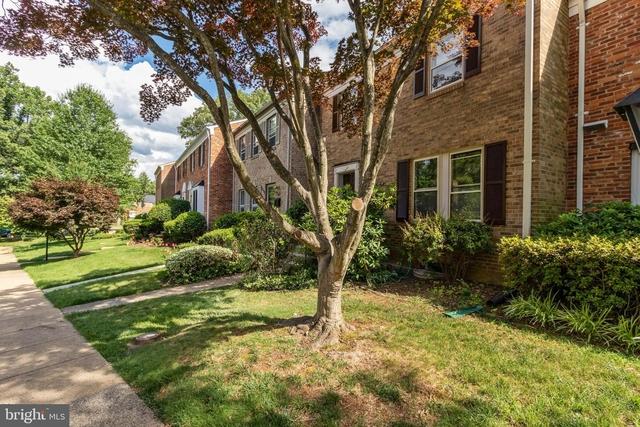 3 Bedrooms, Merrifield Rental in Washington, DC for $2,900 - Photo 2