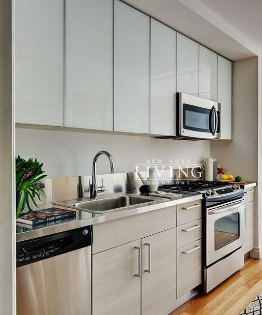 Studio, Hell's Kitchen Rental in NYC for $2,996 - Photo 2