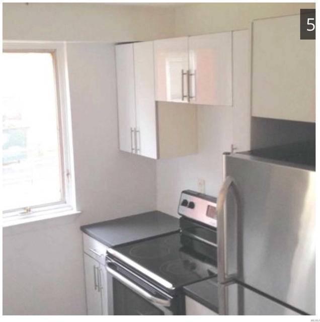 2 Bedrooms, Great Neck Plaza Rental in Long Island, NY for $3,900 - Photo 2