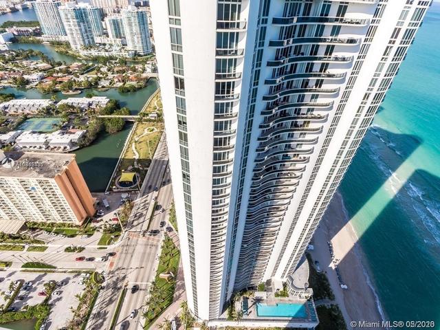 3 Bedrooms, Tatum's Ocean Beach Park Rental in Miami, FL for $9,000 - Photo 2
