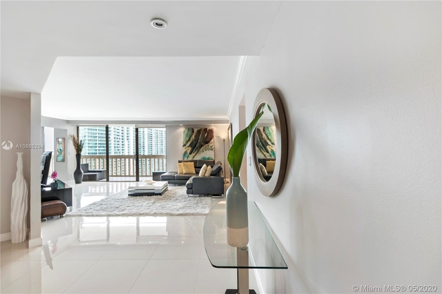 2 Bedrooms, Biscayne Yacht & Country Club Rental in Miami, FL for $3,200 - Photo 2