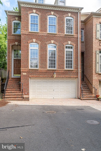 3 Bedrooms, East Falls Church Rental in Washington, DC for $4,400 - Photo 2