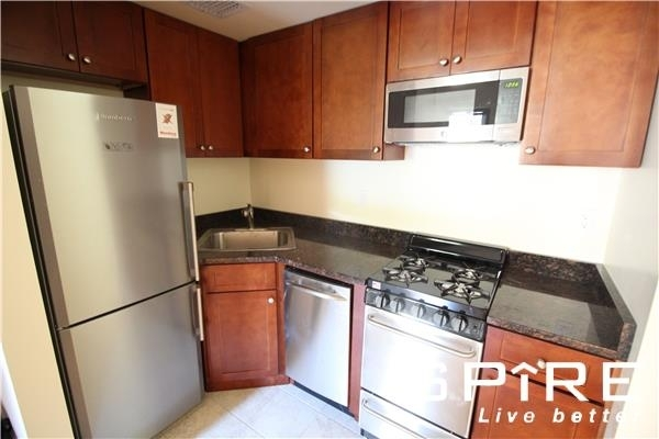 1 Bedroom, Hell's Kitchen Rental in NYC for $2,540 - Photo 2