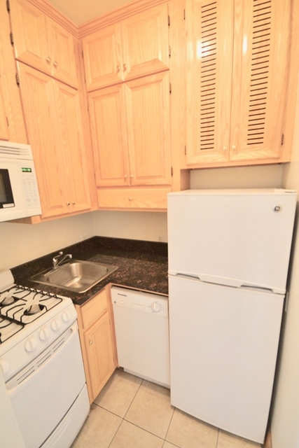 1 Bedroom, Hell's Kitchen Rental in NYC for $2,390 - Photo 2
