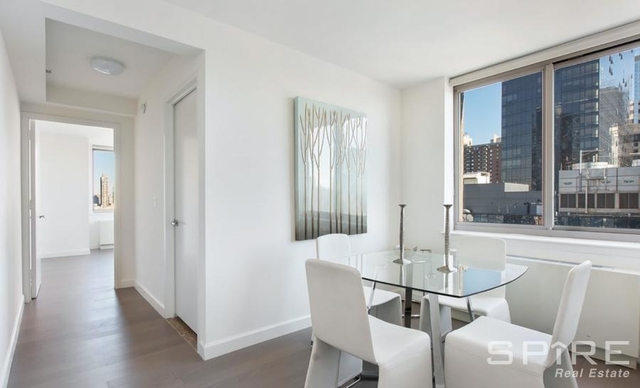 2 Bedrooms, Hell's Kitchen Rental in NYC for $5,422 - Photo 2
