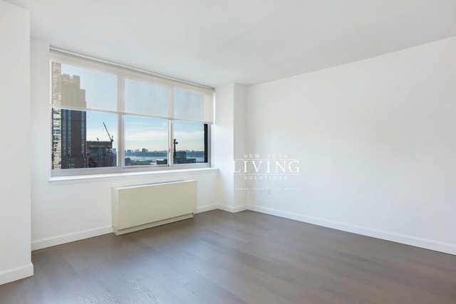 2 Bedrooms, Hell's Kitchen Rental in NYC for $3,156 - Photo 1