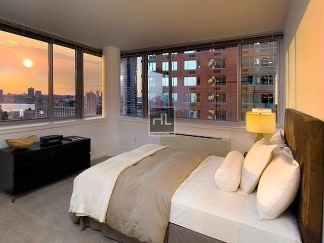 Studio, Hell's Kitchen Rental in NYC for $30,655 - Photo 2