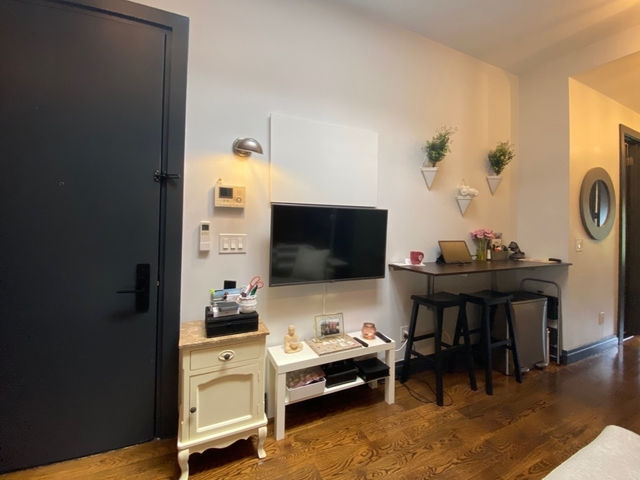 2 Bedrooms, Williamsburg Rental in NYC for $3,495 - Photo 2