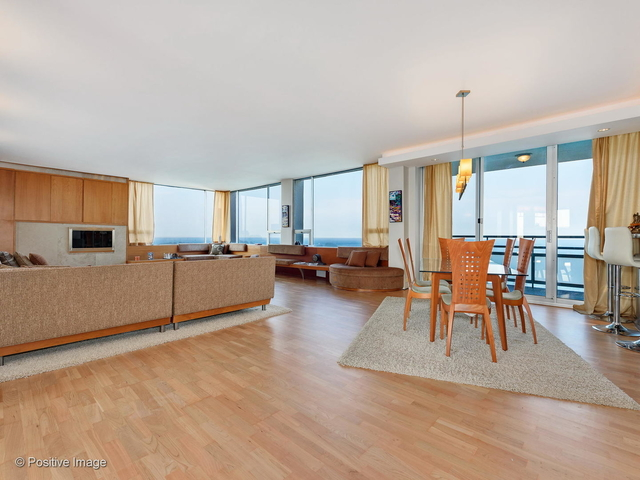 2 Bedrooms, Gold Coast Rental in Chicago, IL for $7,775 - Photo 2