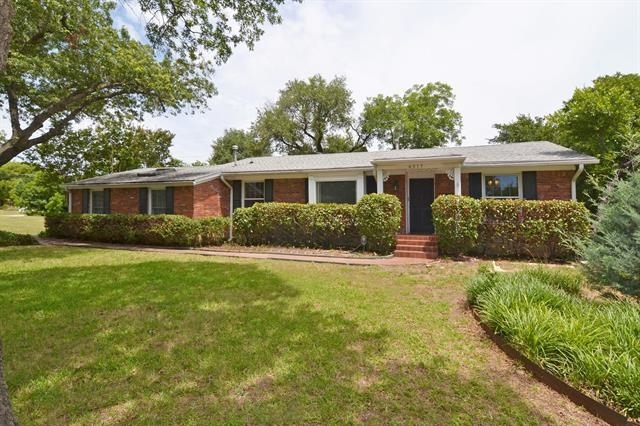 3 Bedrooms, Huffhines Hill Rental in Dallas for $2,900 - Photo 2