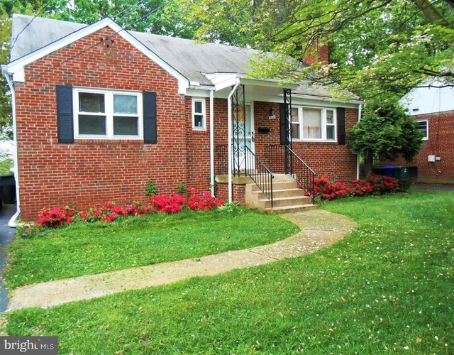 3 Bedrooms, Bluemont Rental in Washington, DC for $3,400 - Photo 1