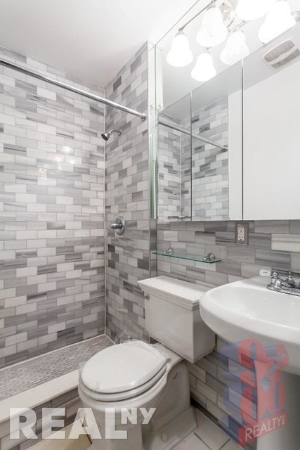 3 Bedrooms, Gramercy Park Rental in NYC for $5,535 - Photo 2