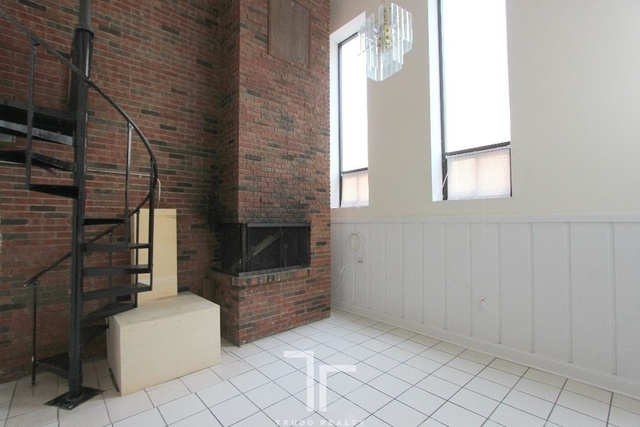 3 Bedrooms, Wrightwood Rental in Chicago, IL for $2,950 - Photo 2