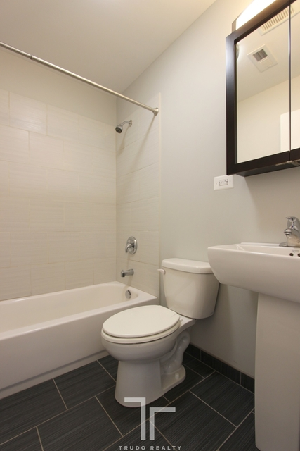 2 Bedrooms, Wrightwood Rental in Chicago, IL for $1,800 - Photo 2