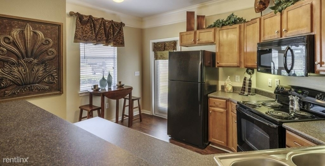 3 Bedrooms, Villas at Kingwood Place Rental in Houston for $1,581 - Photo 2