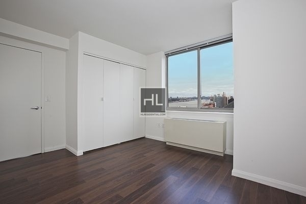3 Bedrooms, Hell's Kitchen Rental in NYC for $5,134 - Photo 2