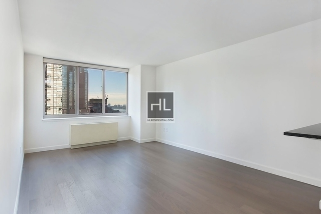 3 Bedrooms, Hell's Kitchen Rental in NYC for $5,134 - Photo 1