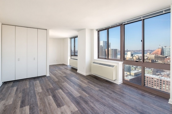 Studio, Hell's Kitchen Rental in NYC for $2,440 - Photo 1