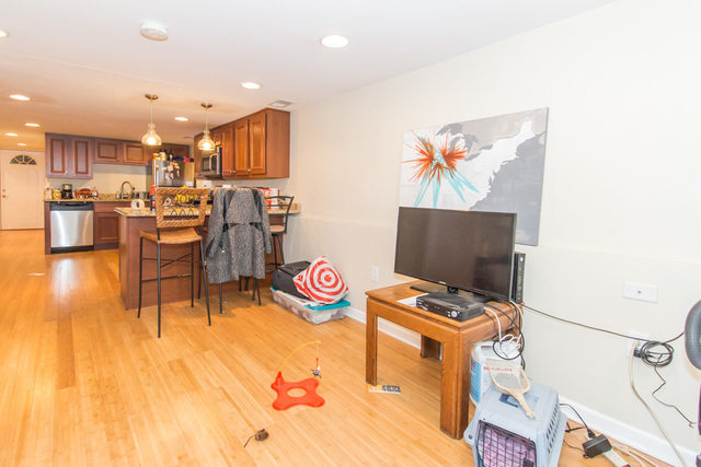 3 Bedrooms, North Center Rental in Chicago, IL for $2,100 - Photo 2