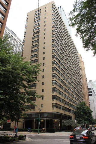 2 Bedrooms, Gold Coast Rental in Chicago, IL for $3,100 - Photo 1