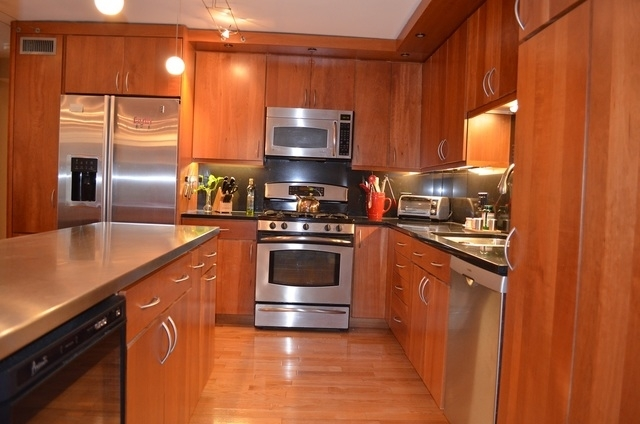 2 Bedrooms, Gold Coast Rental in Chicago, IL for $3,100 - Photo 2