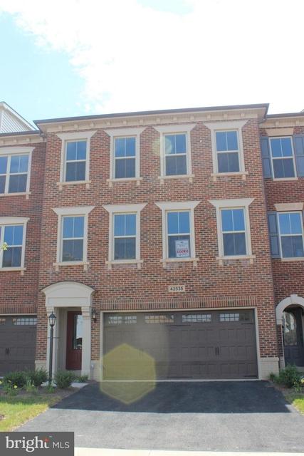 3 Bedrooms, Brambleton Landbay Rental in Washington, DC for $2,795 - Photo 1