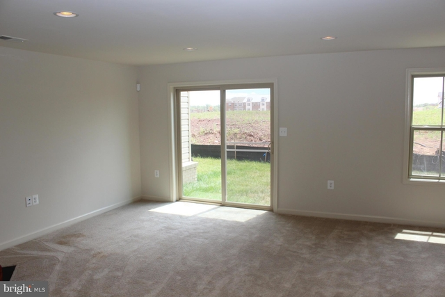 3 Bedrooms, Brambleton Landbay Rental in Washington, DC for $2,795 - Photo 2