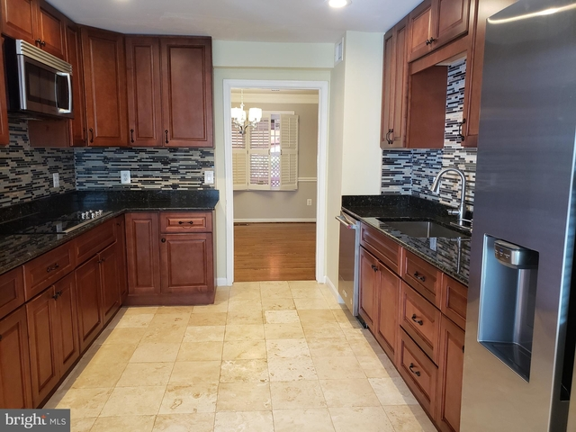 3 Bedrooms, McLean Rental in Washington, DC for $3,200 - Photo 2