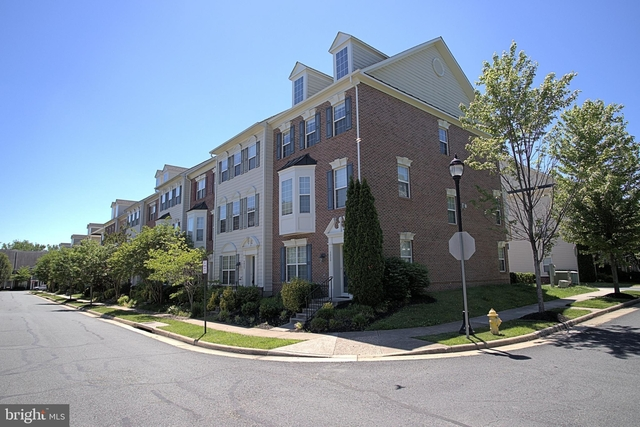 3 Bedrooms, Prince William County Center Rental in Washington, DC for $2,300 - Photo 2