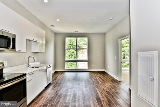 2 Bedrooms, Barcroft Rental in Washington, DC for $2,200 - Photo 2
