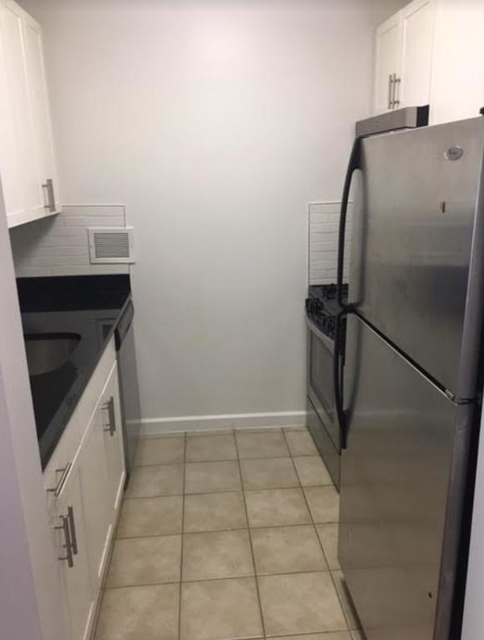 2 Bedrooms, Lincoln Square Rental in NYC for $4,350 - Photo 2