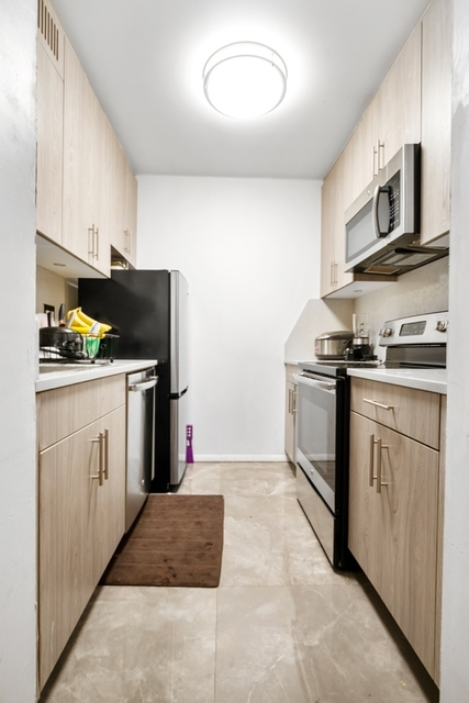 3 Bedrooms, Hell's Kitchen Rental in NYC for $4,425 - Photo 2