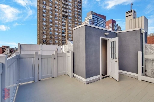 3 Bedrooms, Hell's Kitchen Rental in NYC for $4,400 - Photo 2