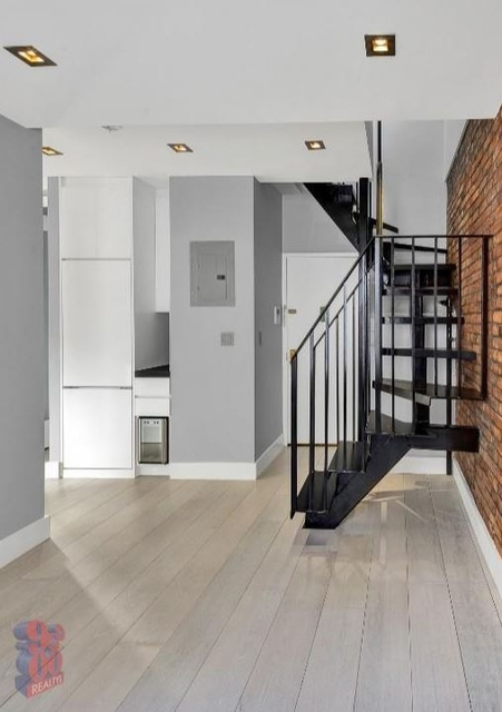3 Bedrooms, Hell's Kitchen Rental in NYC for $4,175 - Photo 1
