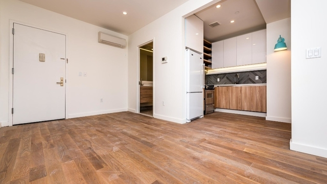 2 Bedrooms, Greenpoint Rental in NYC for $2,900 - Photo 1