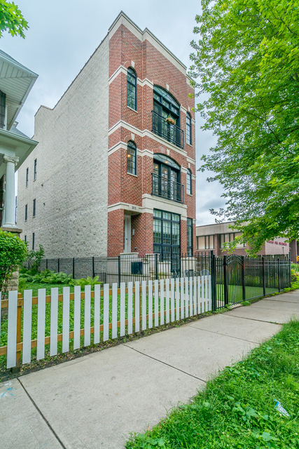 2 Bedrooms, North Center Rental in Chicago, IL for $3,000 - Photo 1